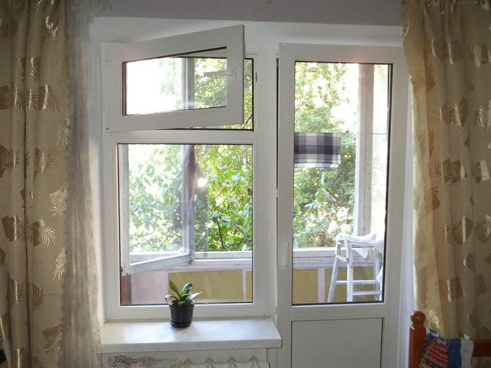 окно пластиковое с форточкой фото